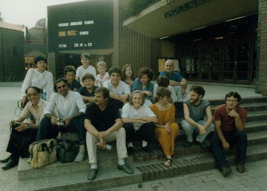 Šafovci s uglednim gostima (s lijeva: Lin Xiao, A Da, Ishu Patel i Joško Marušić;  desno gore: Grant Munro)
